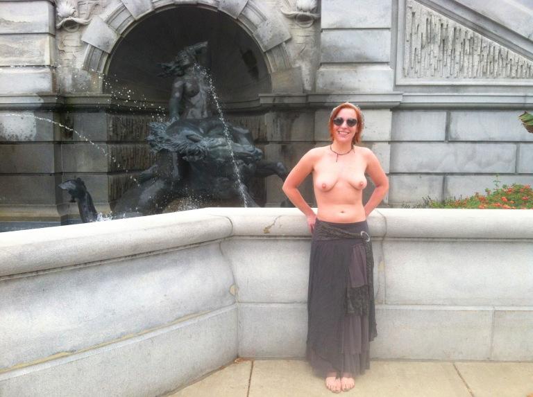 Blog Statue DC